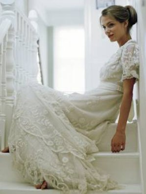 Wedding_Dress_-_Vintage_Dress_on_Stairs