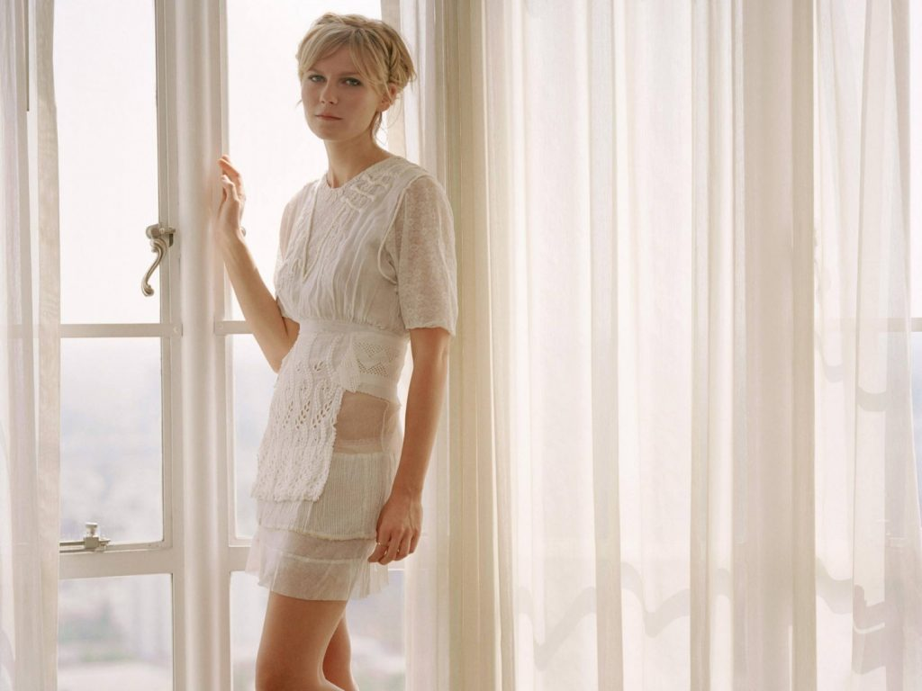 kirsten-dunst-white-wallpaper-customity-wallpaper-10a6d253e20e0d50728cba39712f0d17-image-80734