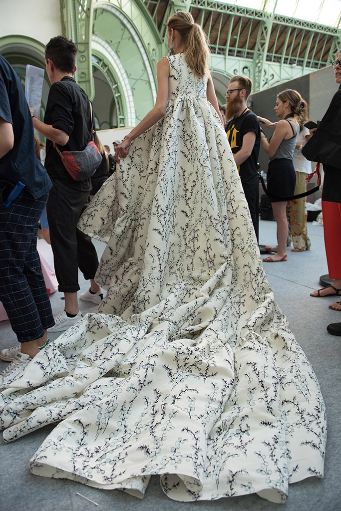 giambattista_valli_backstage_708095611_683x